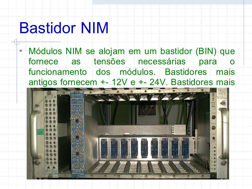Bastidor NIM Módulos NIM se alojam em um bastidor (BIN) que fornece as tensões necessárias para o funcionamento dos módulos.