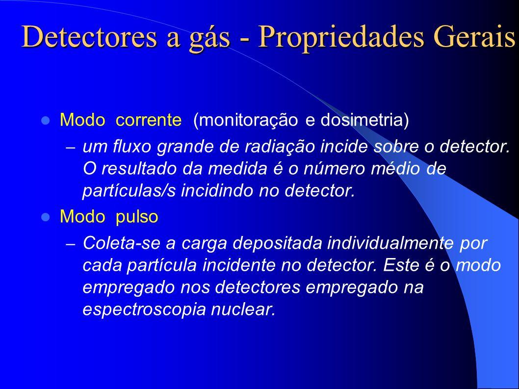 Detectores a gás - Propriedades Gerais Modo corrente (monitoração e dosimetria) – um fluxo grande de radiação incide sobre o detector.