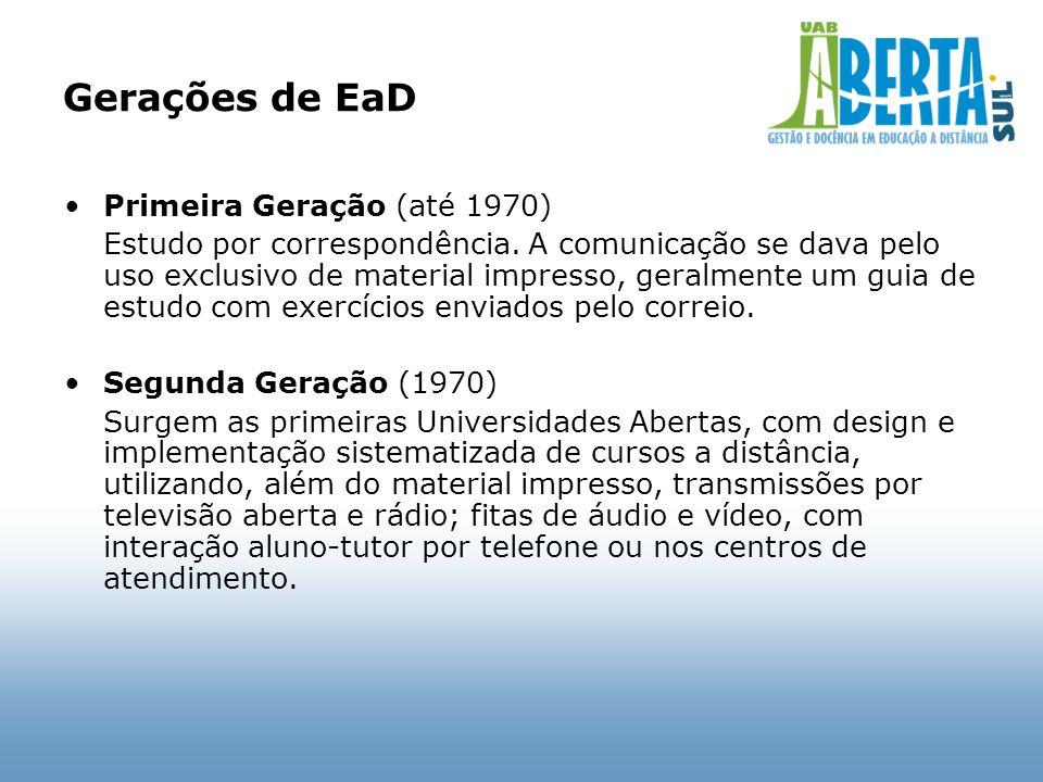 Gerações de EaD Primeira Geração (até 1970) Estudo por correspondência. A comunicação se dava pelo uso exclusivo de material impresso, geralmente um g