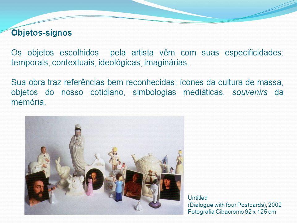 Objetos-signos Os objetos escolhidos pela artista vêm com suas especificidades: temporais, contextuais, ideológicas, imaginárias. Sua obra traz referê