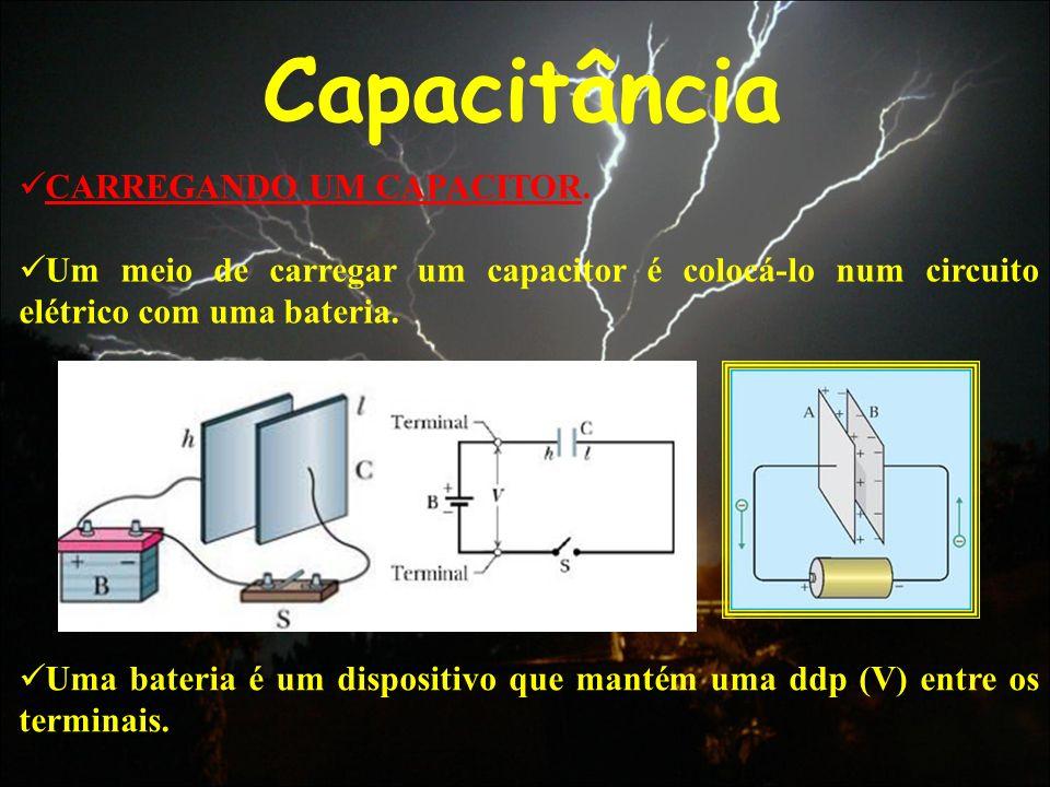Capacitância CARREGANDO UM CAPACITOR. Um meio de carregar um capacitor é colocá-lo num circuito elétrico com uma bateria. Uma bateria é um dispositivo