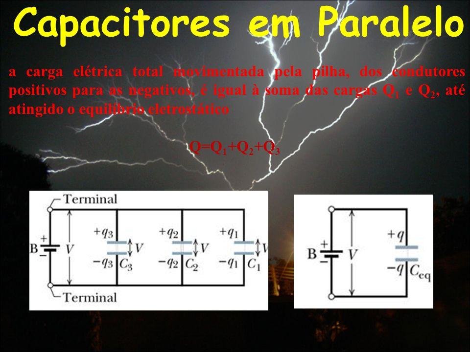 Capacitores em Paralelo a carga elétrica total movimentada pela pilha, dos condutores positivos para as negativos, é igual à soma das cargas Q 1 e Q 2