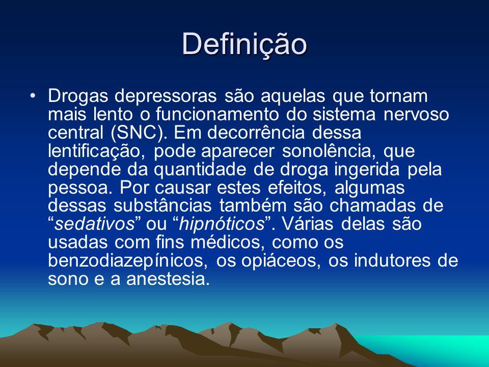 Definição Drogas depressoras são aquelas que tornam mais lento o funcionamento do sistema nervoso central (SNC). Em decorrência dessa lentificação, po