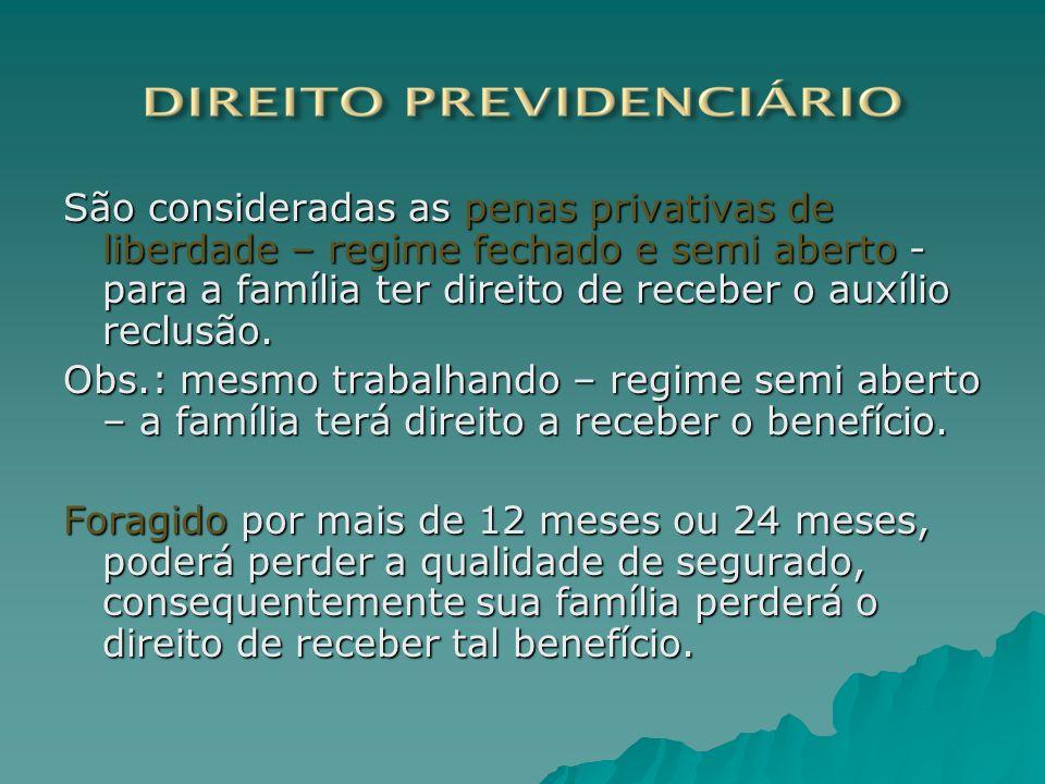 São consideradas as penas privativas de liberdade – regime fechado e semi aberto - para a família ter direito de receber o auxílio reclusão. Obs.: mes