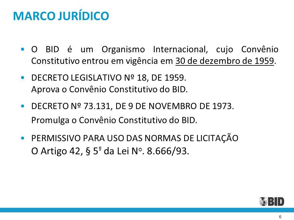 7 MARCO JURÍDICO § 5 º do Artigo 42: Para a realização de obras, prestação de serviços ou aquisição de bens com recursos provenientes de financiamento ou doação oriundos de agência oficial de cooperação estrangeira ou organismo financeiro multilateral de que o Brasil seja parte, poderão ser admitidas, na respectiva licitação, as condições decorrentes de acordos, protocolos, convenções ou tratados internacionais aprovados pelo Congresso Nacional, bem como as normas e procedimentos daquelas entidades, inclusive quanto ao critério de seleção da proposta mais vantajosa para a administração, o qual poderá contemplar, além do preço, outros fatores de avaliação, desde que por elas exigidos para a obtenção do financiamento ou da doação, e que também não conflitem com o princípio do julgamento objetivo e sejam objeto de despacho motivado do órgão executor do contrato, despacho esse ratificado pela autoridade imediatamente superior.