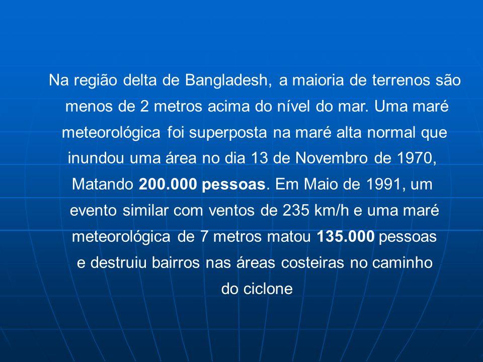 Na região delta de Bangladesh, a maioria de terrenos são menos de 2 metros acima do nível do mar. Uma maré meteorológica foi superposta na maré alta n