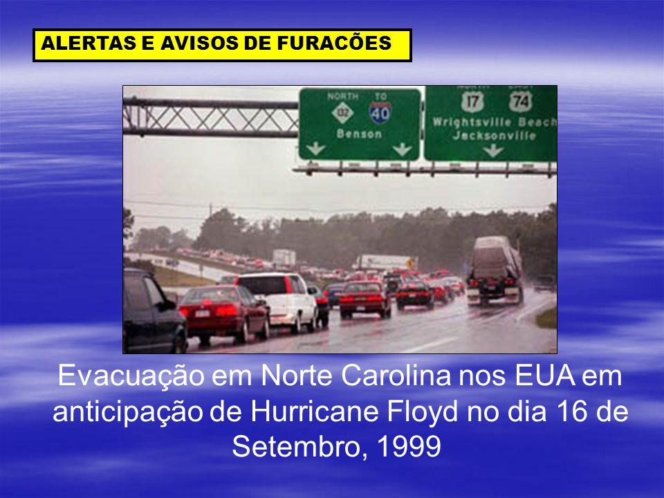 ALERTAS E AVISOS DE FURACÕES Evacuação em Norte Carolina nos EUA em anticipação de Hurricane Floyd no dia 16 de Setembro, 1999