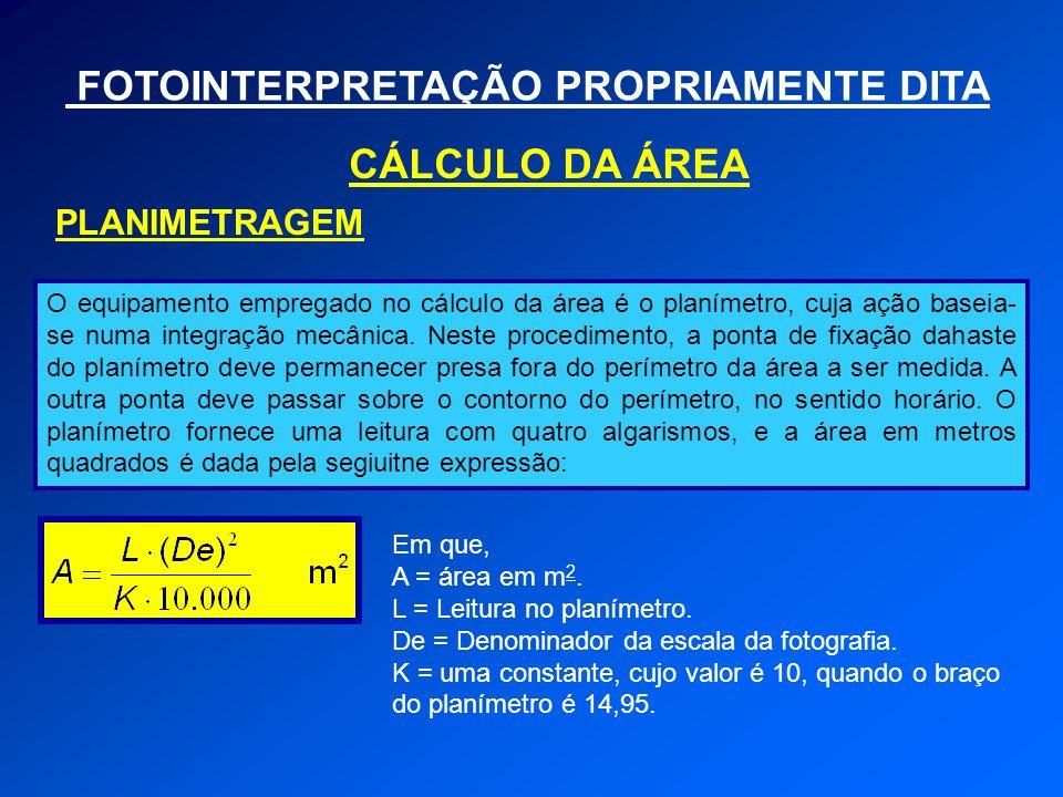 FOTOINTERPRETAÇÃO PROPRIAMENTE DITA CÁLCULO DA ÁREA PLANIMETRAGEM O equipamento empregado no cálculo da área é o planímetro, cuja ação baseia- se numa