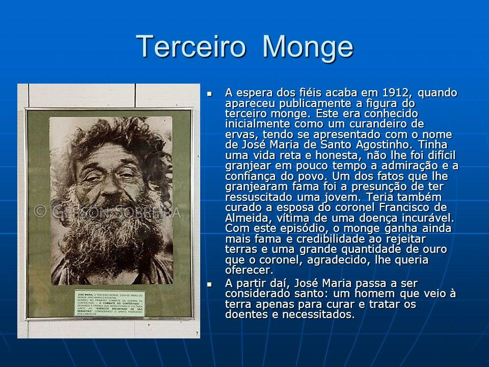 Terceiro Monge A espera dos fiéis acaba em 1912, quando apareceu publicamente a figura do terceiro monge. Este era conhecido inicialmente como um cura