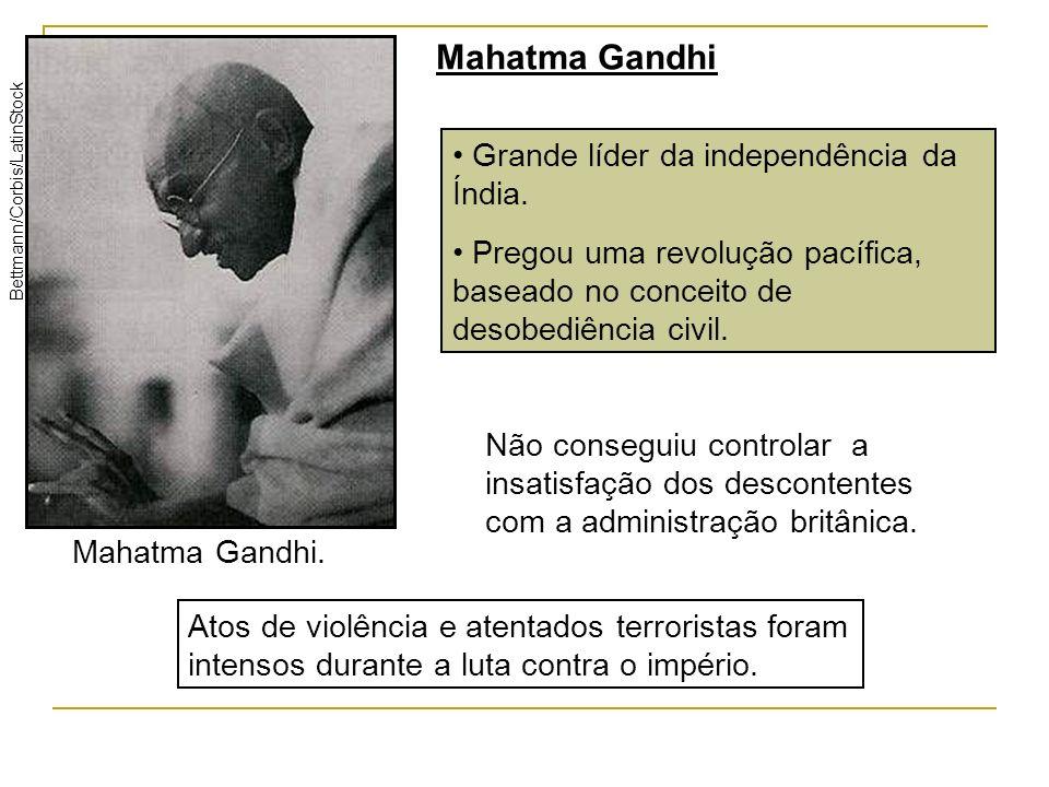 Grande líder da independência da Índia. Pregou uma revolução pacífica, baseado no conceito de desobediência civil. Mahatma Gandhi. Bettmann/Corbis/Lat