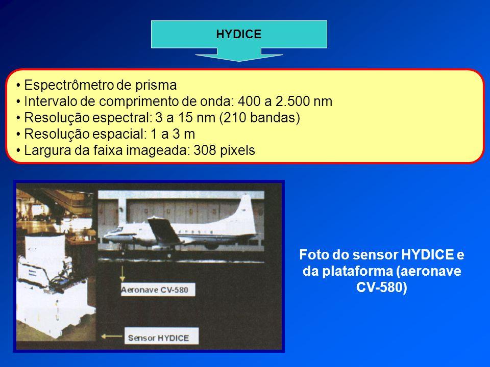 HYDICE Espectrômetro de prisma Intervalo de comprimento de onda: 400 a 2.500 nm Resolução espectral: 3 a 15 nm (210 bandas) Resolução espacial: 1 a 3 m Largura da faixa imageada: 308 pixels Foto do sensor HYDICE e da plataforma (aeronave CV-580)