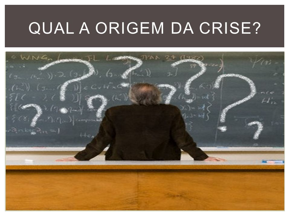 DESCONSTRUÇÃO DO PRECONCEITO Segundo o autor Marcos Bagno, o problema está no modo como a escola ensina português e no uso da gramática normativa, que delimita o certo e o errado, enaltecendo o dialeto culto.
