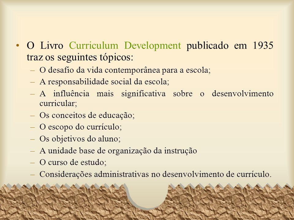 O Livro Curriculum Development publicado em 1935 traz os seguintes tópicos: –O desafio da vida contemporânea para a escola; –A responsabilidade social
