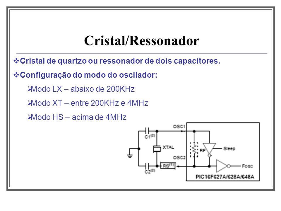 Cristal/Ressonador Cristal de quartzo ou ressonador de dois capacitores. Configuração do modo do oscilador: Modo LX – abaixo de 200KHz Modo XT – entre