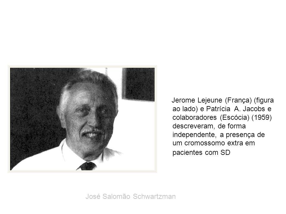 Jerome Lejeune (França) (figura ao lado) e Patrícia A. Jacobs e colaboradores (Escócia) (1959) descreveram, de forma independente, a presença de um cr