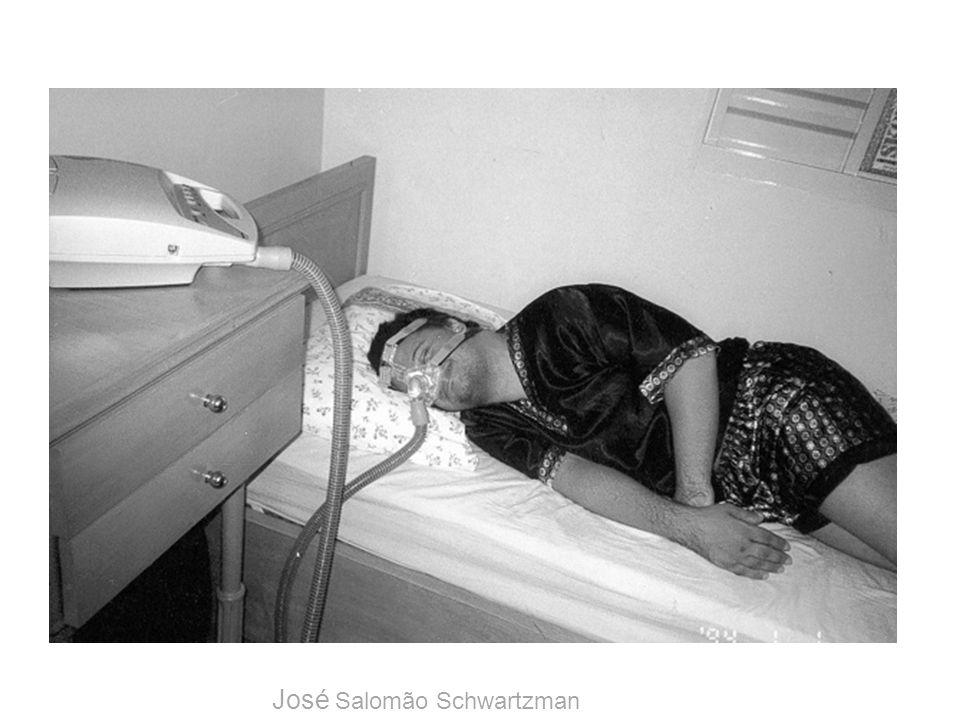 Distúrbios do sono síndrome do sono inquieto descrito por Noetzel em 1989 nível excepcionalmente alto de atividade motora durante o sono que ocorre, principalmente, nas primeiras horas após o adormecer não tem maiores implicações não necessita investigações/tratamentos José Salomão Schwartzman