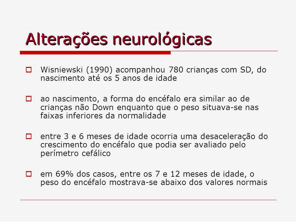 Alterações neurológicas Wisniewski (1990) acompanhou 780 crianças com SD, do nascimento até os 5 anos de idade ao nascimento, a forma do encéfalo era