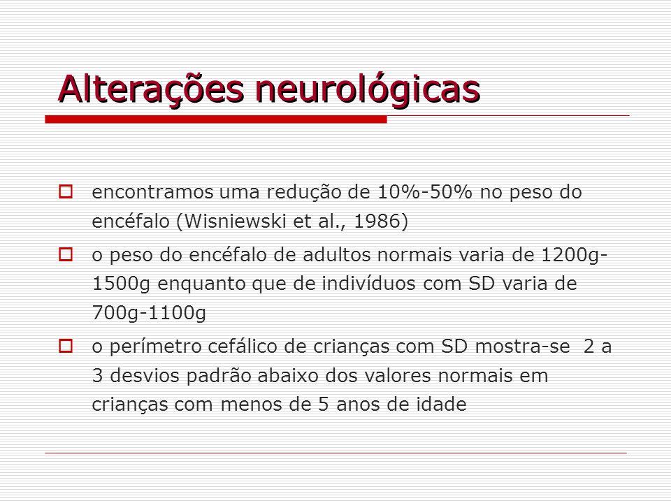 Alterações neurológicas encontramos uma redução de 10%-50% no peso do encéfalo (Wisniewski et al., 1986) o peso do encéfalo de adultos normais varia d