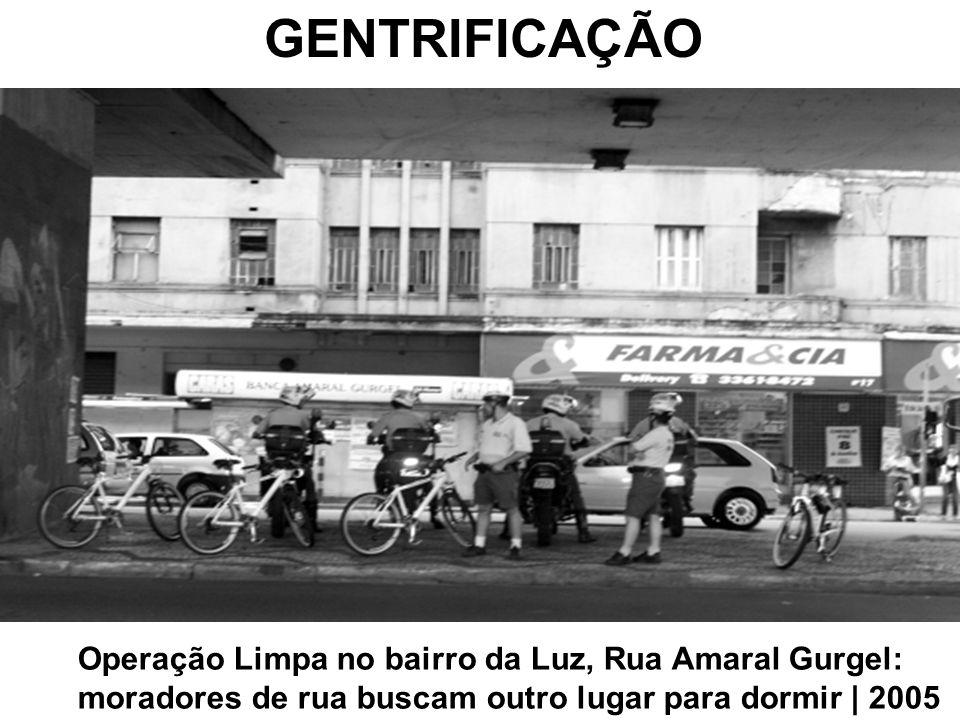 GENTRIFICAÇÃO Operação Limpa no bairro da Luz, Rua Amaral Gurgel: moradores de rua buscam outro lugar para dormir | 2005