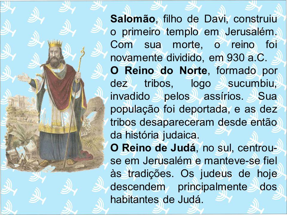 Salomão, filho de Davi, construiu o primeiro templo em Jerusalém. Com sua morte, o reino foi novamente dividido, em 930 a.C. O Reino do Norte, formado