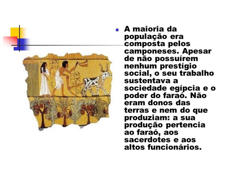 A maioria da população era composta pelos camponeses. Apesar de não possuírem nenhum prestígio social, o seu trabalho sustentava a sociedade egípcia e