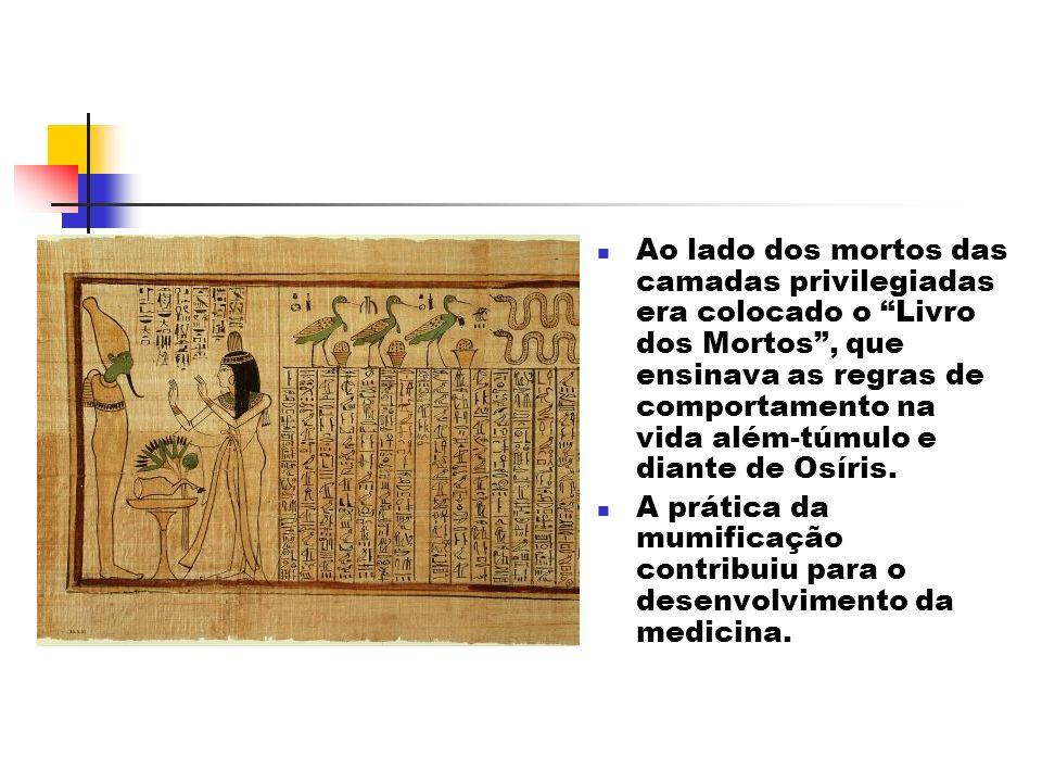 Ao lado dos mortos das camadas privilegiadas era colocado o Livro dos Mortos, que ensinava as regras de comportamento na vida além-túmulo e diante de Osíris.