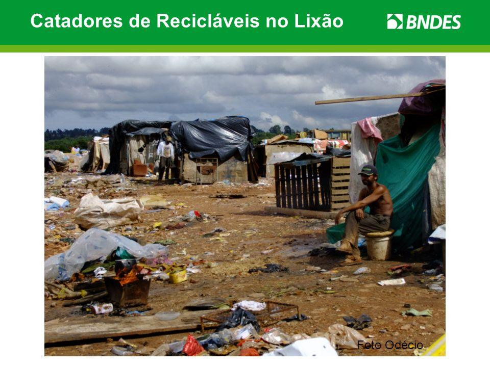 Foto Odécio Catadores de Recicláveis no Lixão