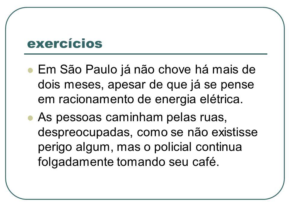 exercícios Em São Paulo já não chove há mais de dois meses, apesar de que já se pense em racionamento de energia elétrica. As pessoas caminham pelas r