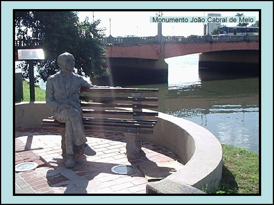 Monumento João Cabral de Melo