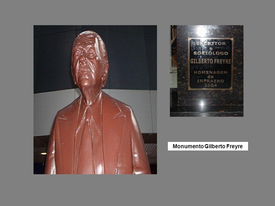 Monumento Gilberto Freyre