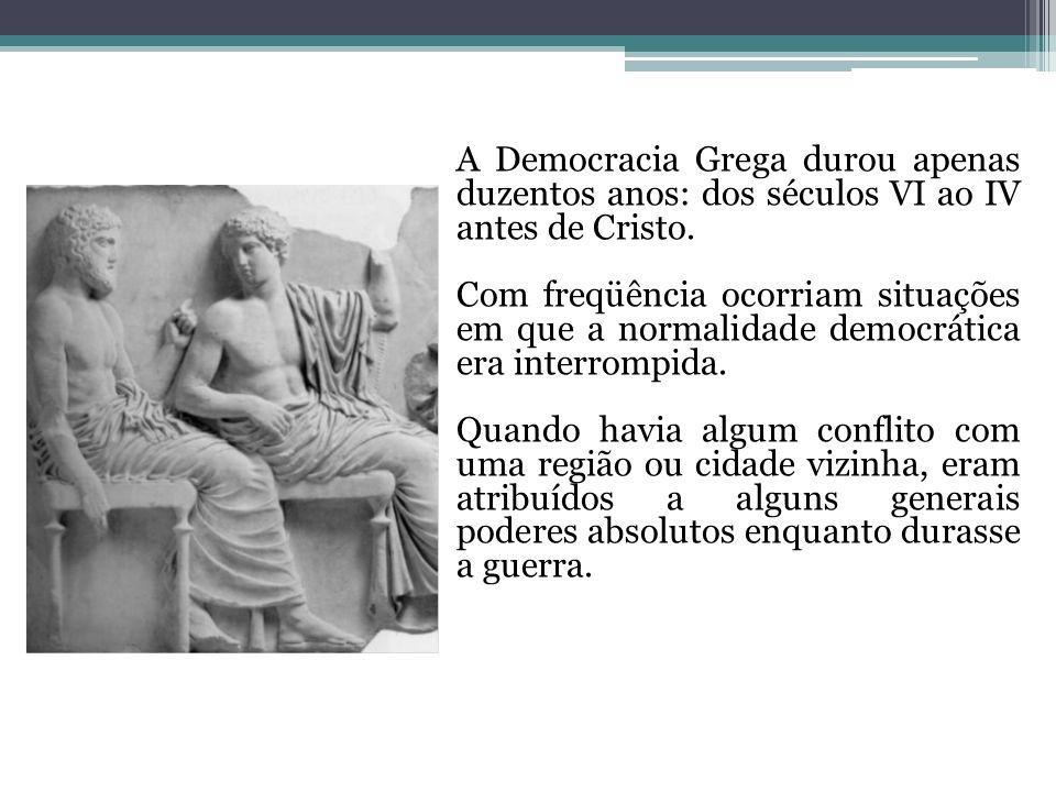 A Democracia Grega durou apenas duzentos anos: dos séculos VI ao IV antes de Cristo. Com freqüência ocorriam situações em que a normalidade democrátic