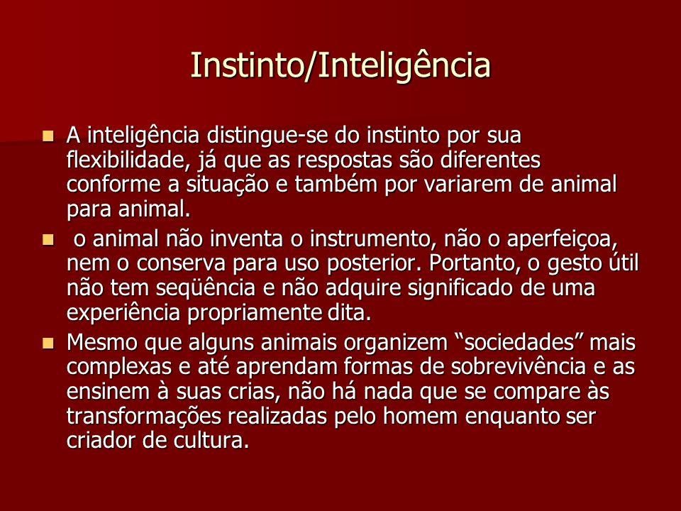 Instinto/Inteligência A inteligência distingue-se do instinto por sua flexibilidade, já que as respostas são diferentes conforme a situação e também p