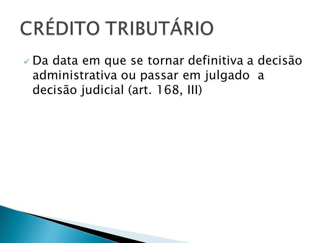 Da data em que se tornar definitiva a decisão administrativa ou passar em julgado a decisão judicial (art. 168, III)