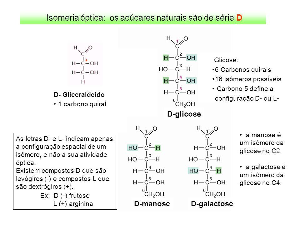 Aminoácidos protéicos são determinados geneticamente: código genético Existem 20 aminoácidos que ocorrem naturalmente em proteínas de todos os tipos de organismos, e que são determinados por códons específicos (triplets de nucleotídeos) no material genético dos seres vivos.