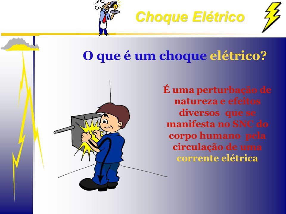 Choque Elétrico O que é um choque elétrico? É uma perturbação de natureza e efeitos diversos que se manifesta no SNC do corpo humano pela circulação d