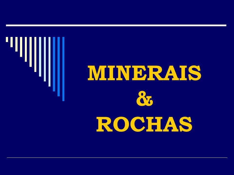 DEFINIÇÃO MINERAIS Elementos ou compostos químicos com composição definida dentro de certos limites, cristalizados e formados naturalmente por meio de processos geológicos inorgânicos na Terra ou em corpos extra-terrestres.