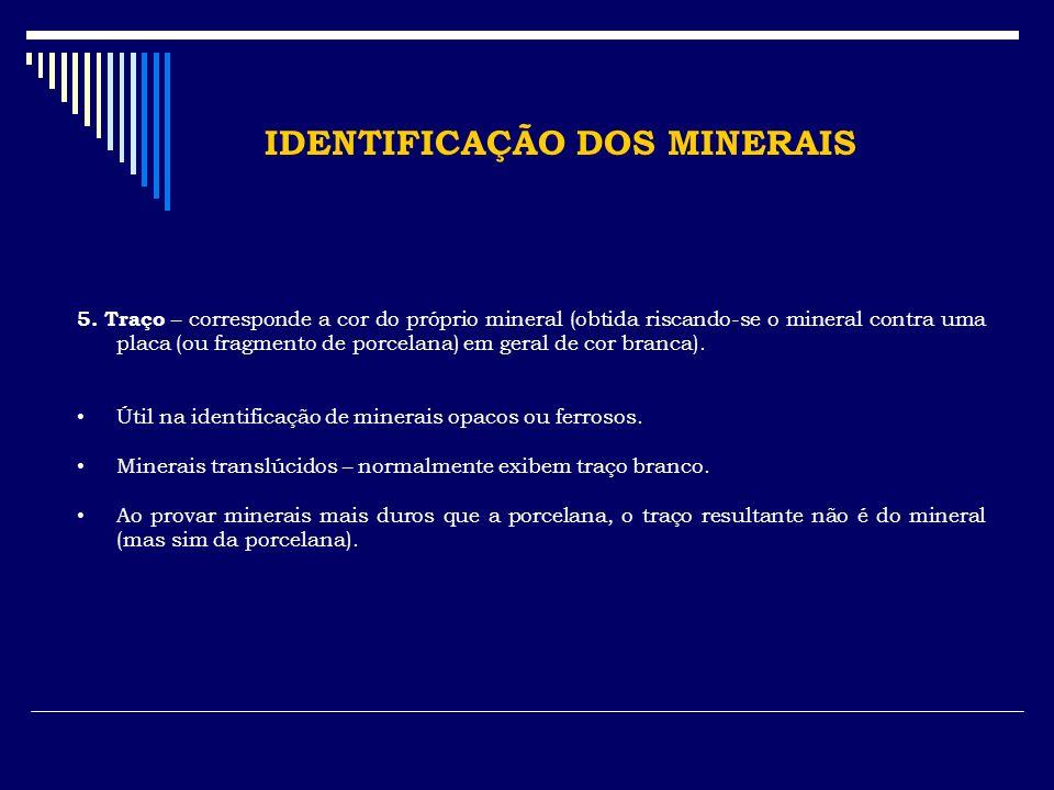 IDENTIFICAÇÃO DOS MINERAIS 5. Traço – corresponde a cor do próprio mineral (obtida riscando-se o mineral contra uma placa (ou fragmento de porcelana)