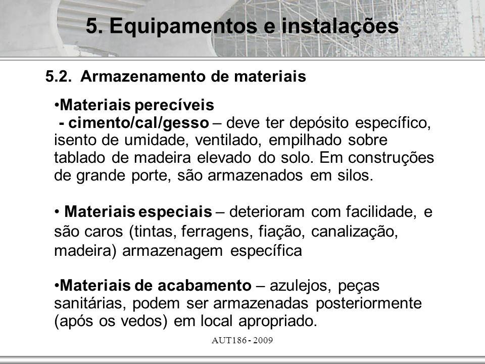 AUT186 - 2009 5.2. Armazenamento de materiais Materiais perecíveis - cimento/cal/gesso – deve ter depósito específico, isento de umidade, ventilado, e
