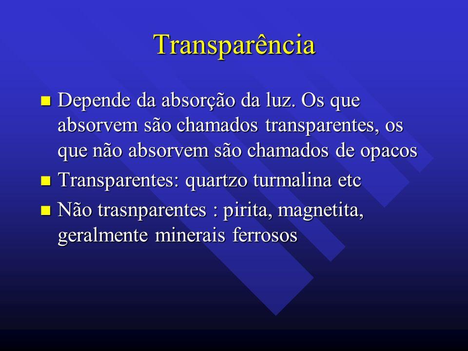 Transparência Depende da absorção da luz. Os que absorvem são chamados transparentes, os que não absorvem são chamados de opacos Depende da absorção d