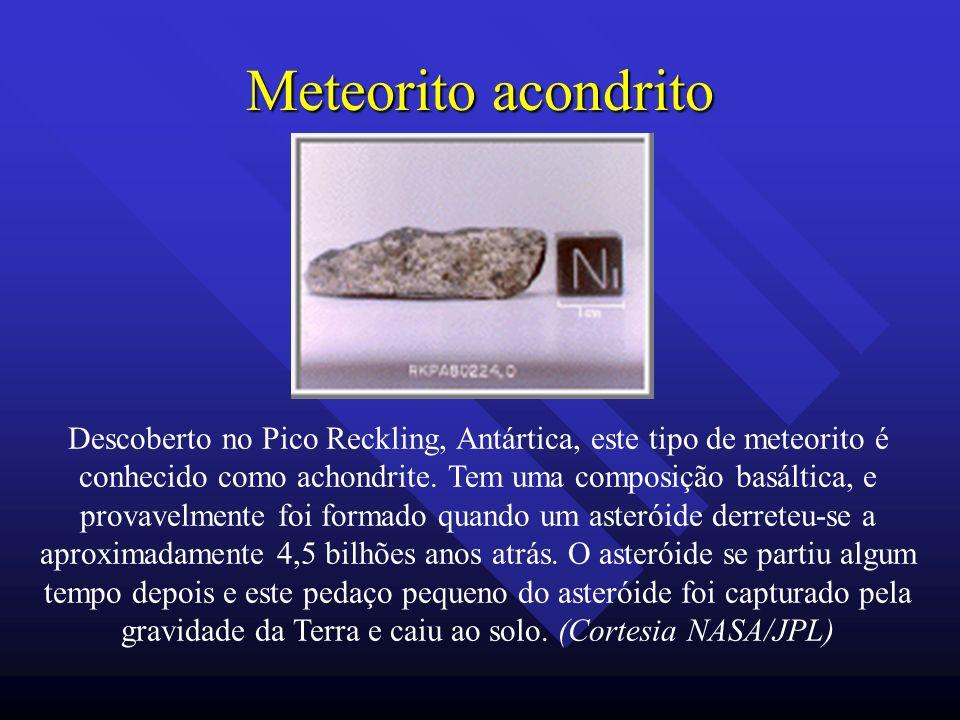 Meteorito acondrito Descoberto no Pico Reckling, Antártica, este tipo de meteorito é conhecido como achondrite. Tem uma composição basáltica, e provav