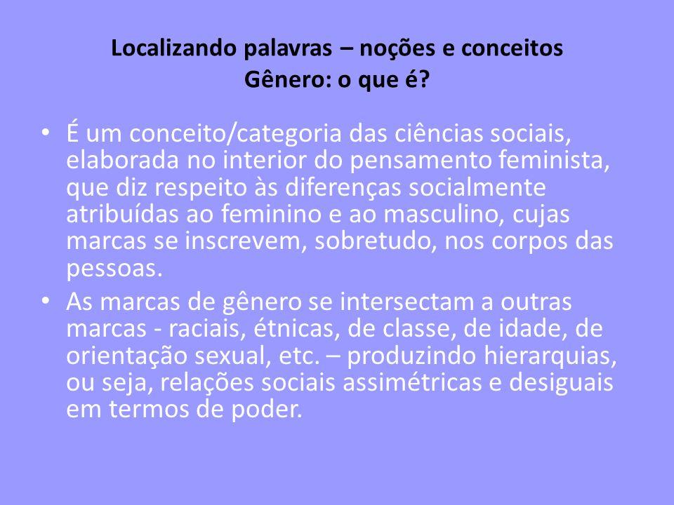 Matriz heterossexual Gênero permite analisar como opera a matriz heterossexual, por meio de uma série de coerências: feminilidade = mulher; masculinidade = homem = desejo/atração/orientação heterossexual = complementaridade (os opostos se completam).