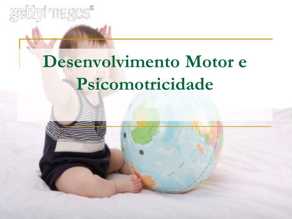 Sensório-motor (0 a 2 anos) Neste período a criança busca adquirir controle motor e aprender sobre os objetos físicos que a rodeiam.