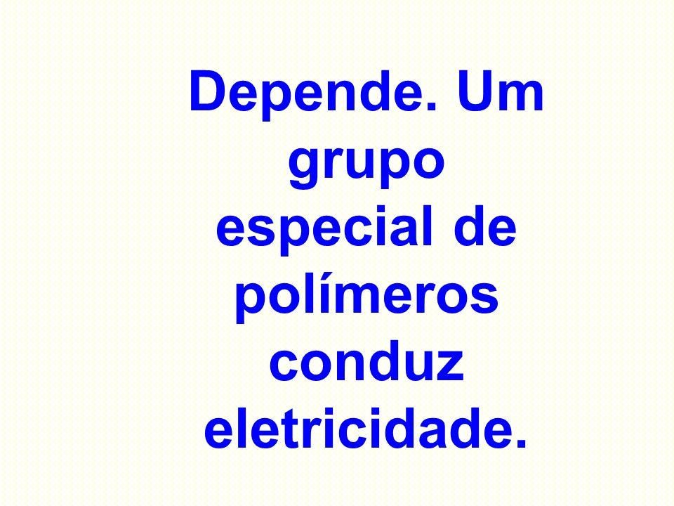 Depende. Um grupo especial de polímeros conduz eletricidade.