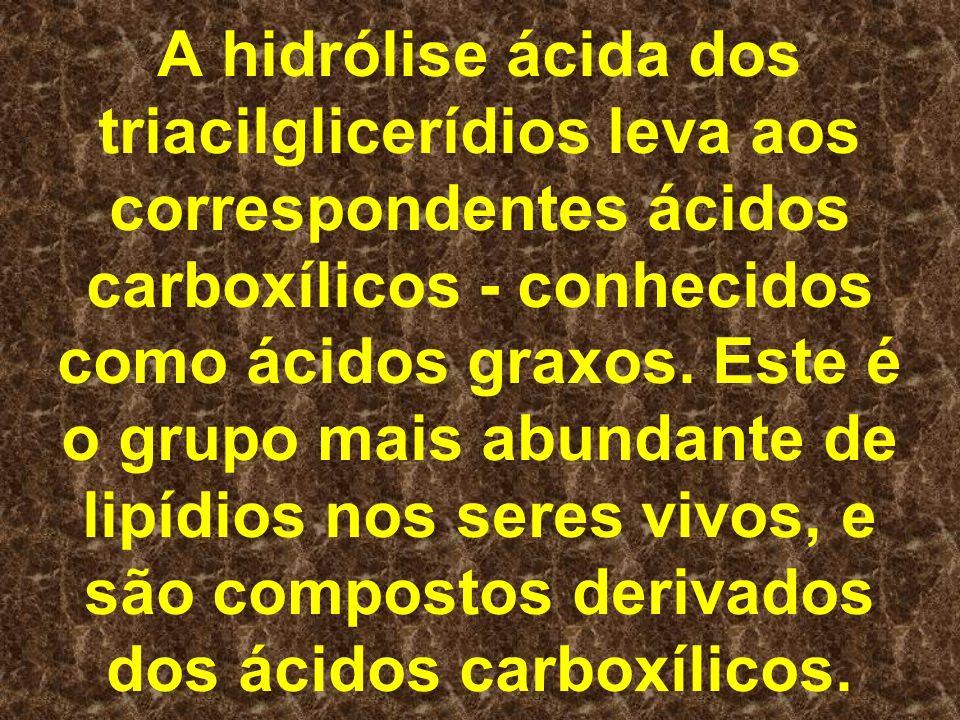 A hidrólise ácida dos triacilglicerídios leva aos correspondentes ácidos carboxílicos - conhecidos como ácidos graxos. Este é o grupo mais abundante d