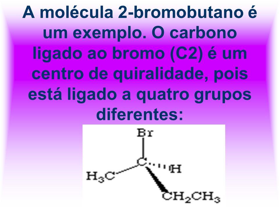 A molécula 2-bromobutano é um exemplo. O carbono ligado ao bromo (C2) é um centro de quiralidade, pois está ligado a quatro grupos diferentes: