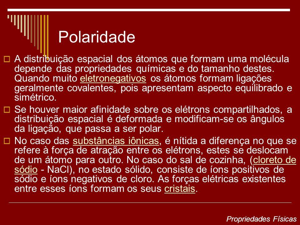 Polaridade A distribuição espacial dos átomos que formam uma molécula depende das propriedades químicas e do tamanho destes. Quando muito eletronegati