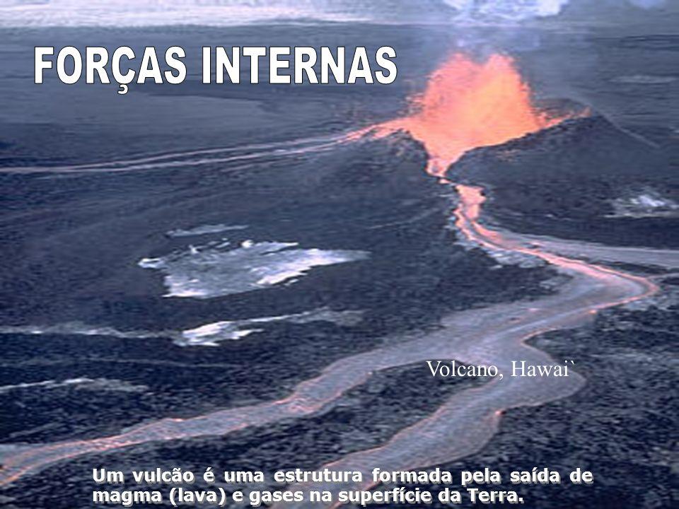 Volcano, Hawai` Um vulcão é uma estrutura formada pela saída de magma (lava) e gases na superfície da Terra.