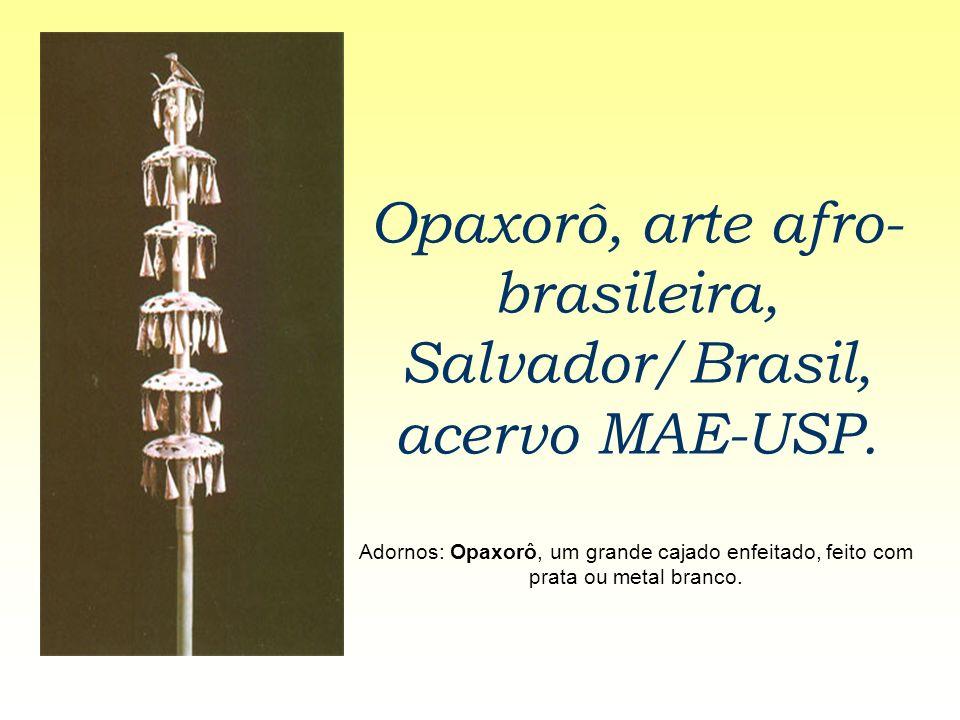 Opaxorô, arte afro- brasileira, Salvador/Brasil, acervo MAE-USP. Adornos: Opaxorô, um grande cajado enfeitado, feito com prata ou metal branco.