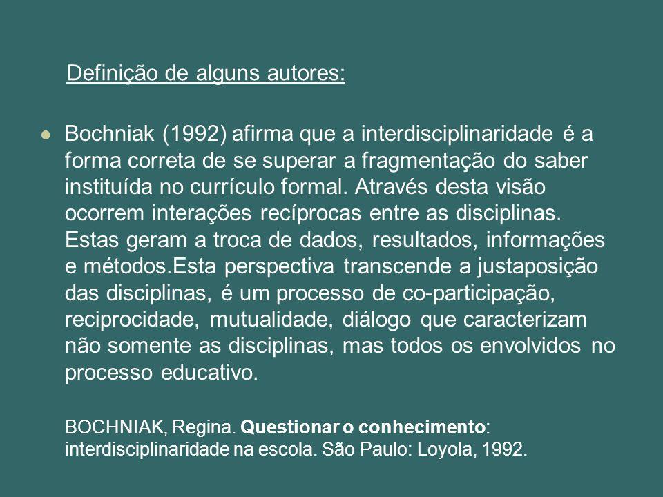 Bochniak (1992) afirma que a interdisciplinaridade é a forma correta de se superar a fragmentação do saber instituída no currículo formal. Através des