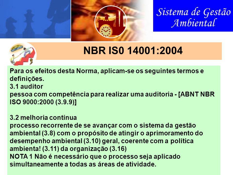Sistema de Gestão Ambiental NBR IS0 14001:2004 Para os efeitos desta Norma, aplicam-se os seguintes termos e definições. 3.1 auditor pessoa com compet